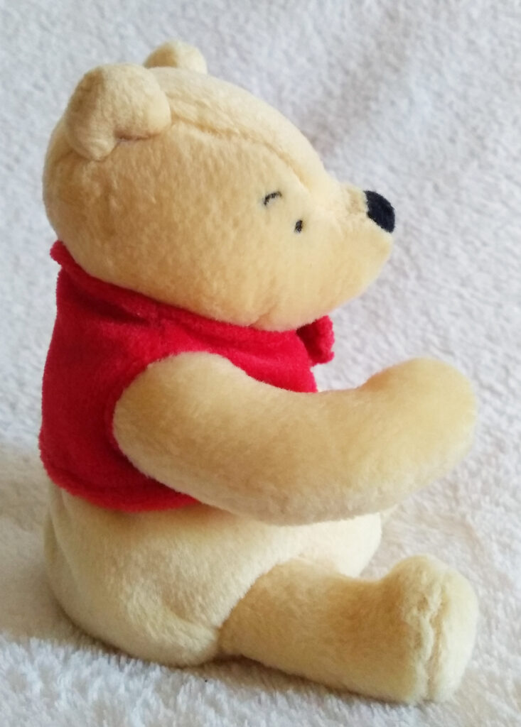 The side of Classic Pooh beanie Winnie the Pooh by Golden Bear