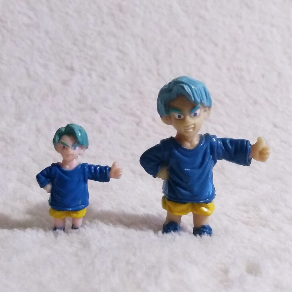 Dragonball Z Mini Figures left Irwin Toy right AB Groupe